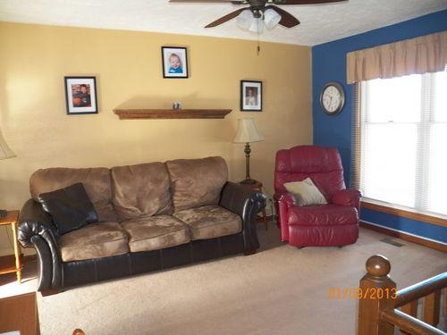 Living room denbesten real estate bloomington normal il real estate agents - Living room realty ...