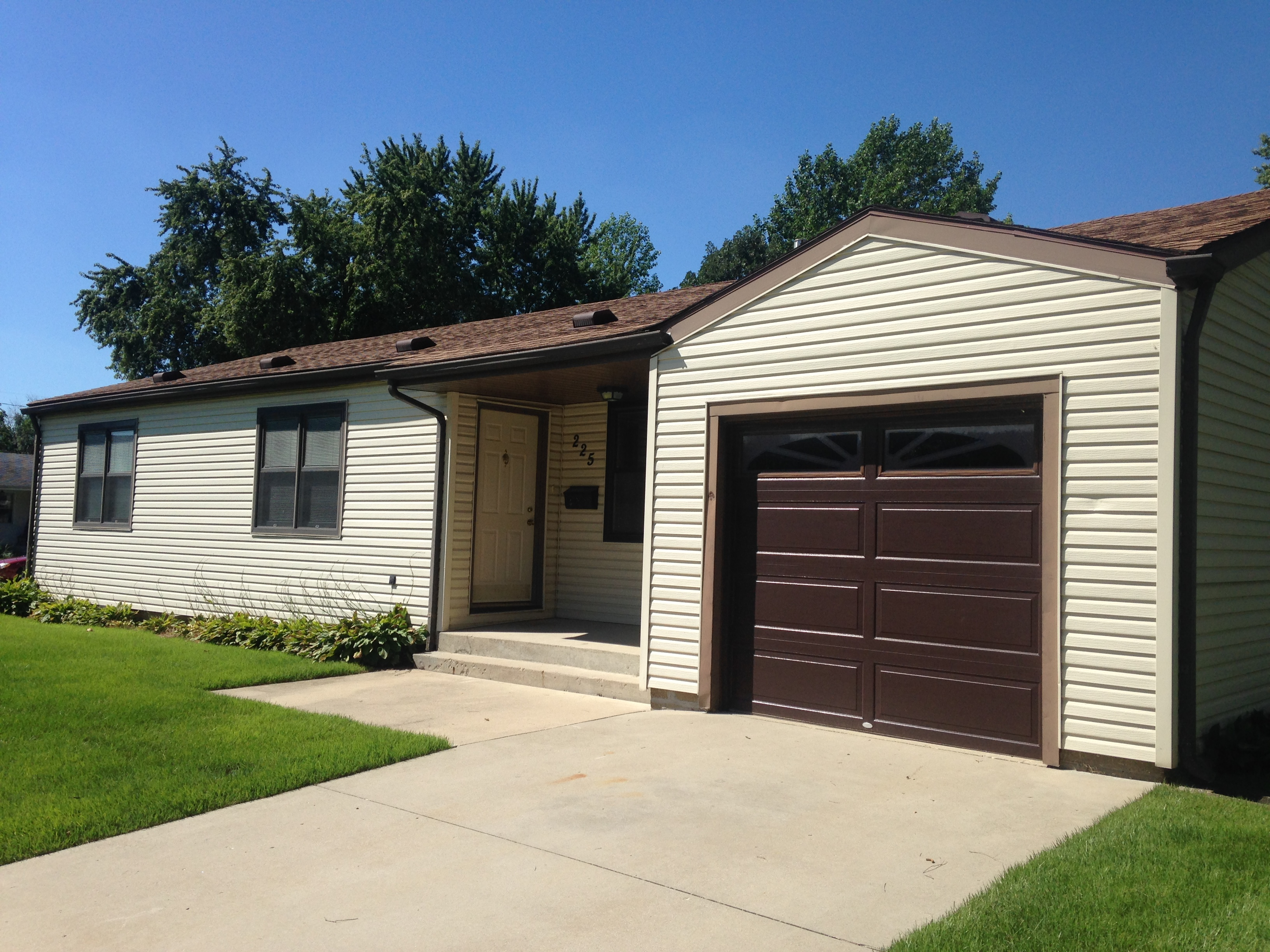 1 Bedroom Apartments Bloomington In Meadowbrook 1 Car Attached Garage Denbesten Real Estate